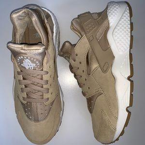 Nike Women's Huarache Size 7.5